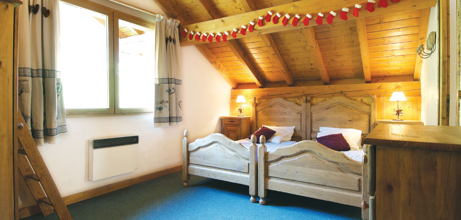 france_three-valleys-ski-area_meribel_chalet-camelia_bedroom.jpg